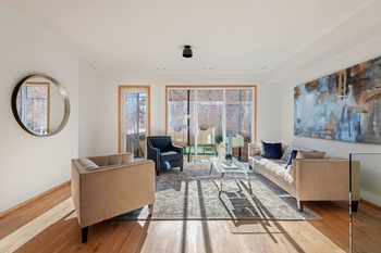 Contemporary Renovated PLG Townhouse